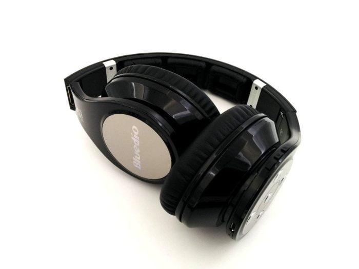 Fones de ouvido dobrados