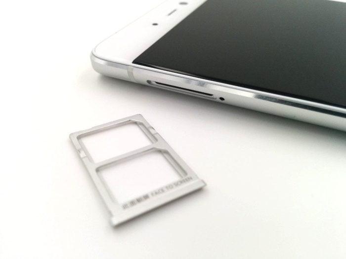 SIM-Tray und SIM-Slot
