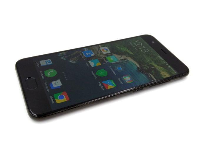 Seitenansicht auf das Smartphone
