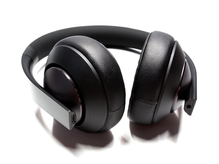 The Xiaomi Mi Gaming Headset with a view of the earphones
