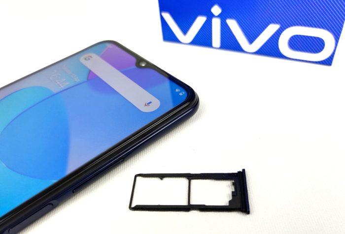 vivo Y20s-smartphone met dual SIM-slot.