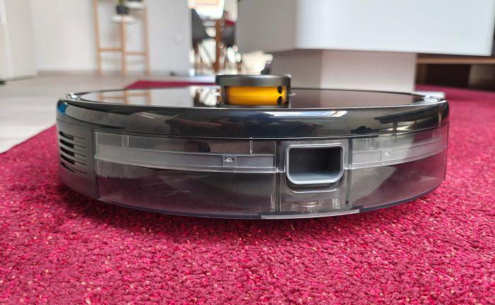 robot próżniowy realme na dywanie